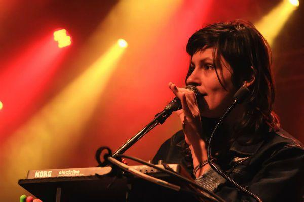 Cris Botarelli, uma musicista polivalente