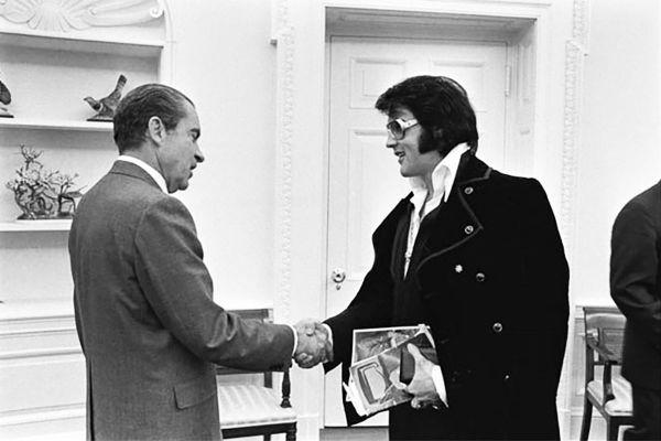 Elvis se colocou à disposição do FBI