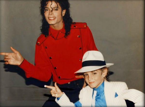 Michael e Jackson e uma das crianças que o acusam de abuso sexual
