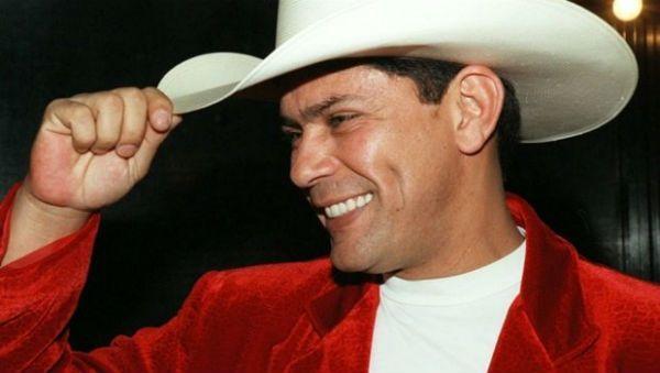 O sorriso e o chapéu, duas marcas do cantor sertanejo Leandro