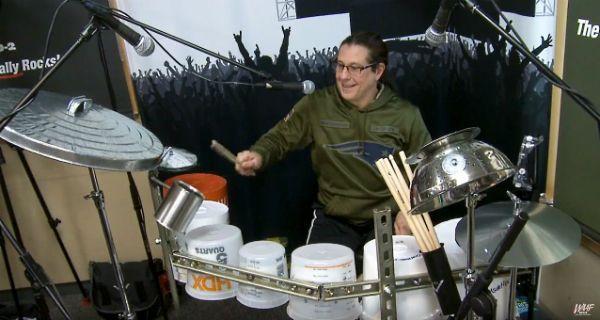 Mike Mangini troca bateria convencional por bateria de lata