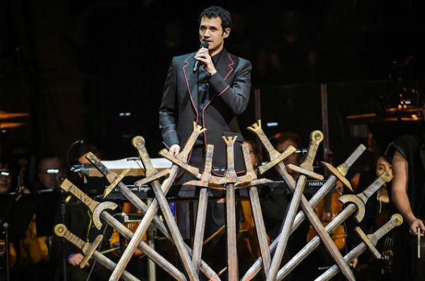 O multi-instrumentista Ramin Djawadi, autor do tema de abertura de GOT