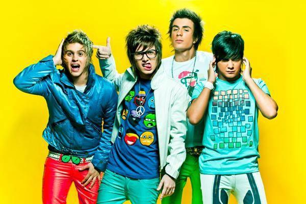 O visual colorido da banda Restart