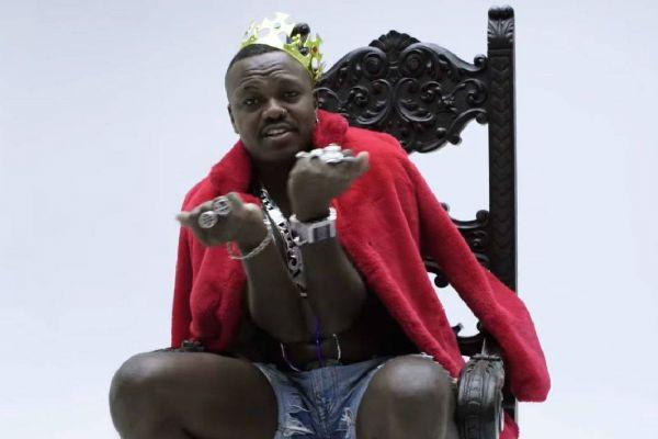 Djonga é um dos rappers mais expressivos no cenário do hip hop nacional