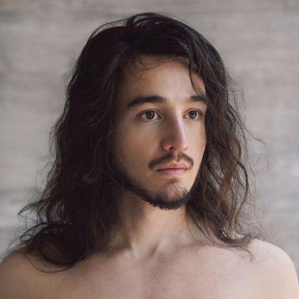 Tiago Iorc lança músicas novas, mas continua em exílio midiático