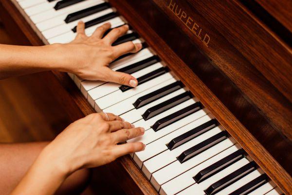 Notas musicas tocadas no piano indicam ouvido relativo
