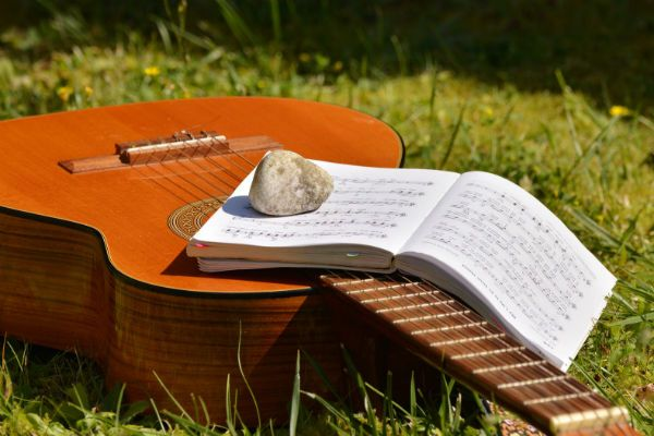 Estudar teoria musical é tão importante quanto prática em conjunto