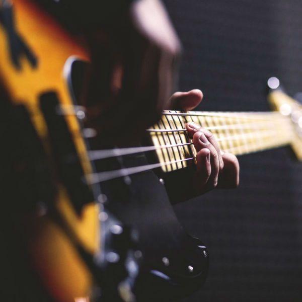 O som do baixo pode ajudar a treinar a percepção musical