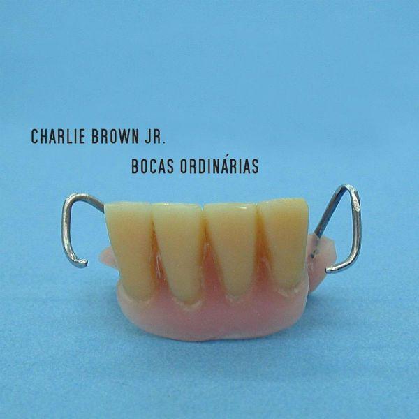 Capa do disco Bocas Ordinárias, da banda Charlie Brown Jr