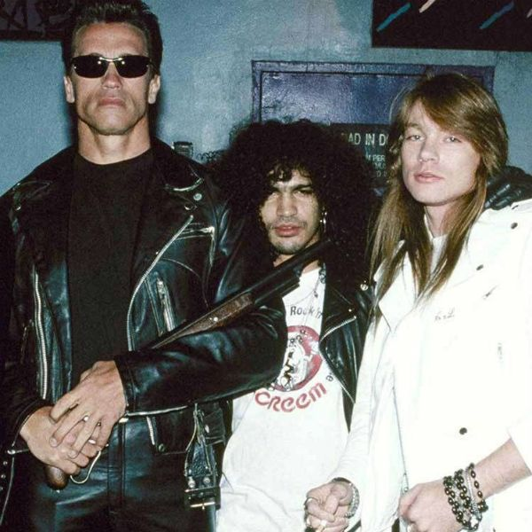 Arnold Schwarzenegger, Slash e Axl Rose nos bastidores do clipe de You Could Be Mine