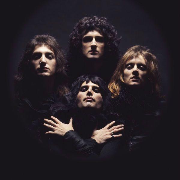 Queen posa para divulgar o single Bohemian Rhapsody