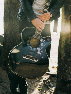 Por que tocar violão? Descubra 5 benefícios do aprendizado musical