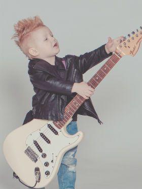 O guia definitivo de como escolher escola de música pra criança