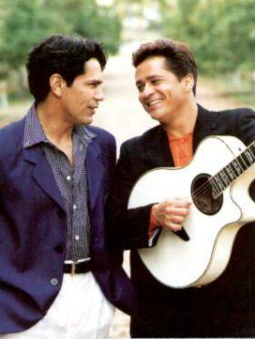 #TBT: 5 músicas para celebrar a carreira de Leandro & Leonardo