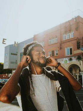 Descubra como a música reduz a ansiedade e mexe com seu cérebro