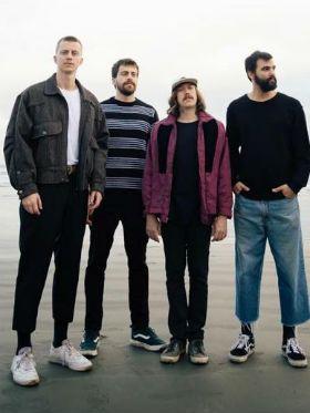Review: novo disco da Scalene é inovador, revigorante e surpreendente
