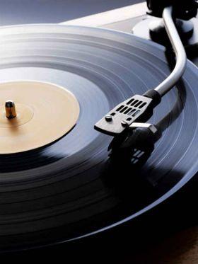 O guia definitivo de como limpar discos de vinil e cuidar da coleção