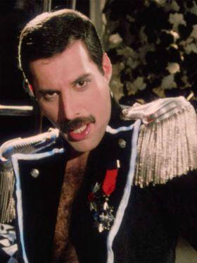 Rapidíssimas: Guns vem pro Brasil, clipe do Freddie Mercury e mais