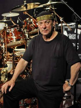 Morre Neil Peart, baterista do Rush; relembre o legado do músico