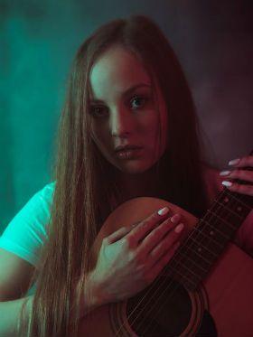 Xô, preguiça! 5 motivos para aprender a tocar violão em 2020