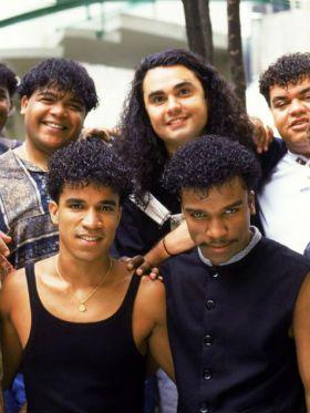 12 hinos do pagode dos anos 90 pra você ouvir e tocar hoje