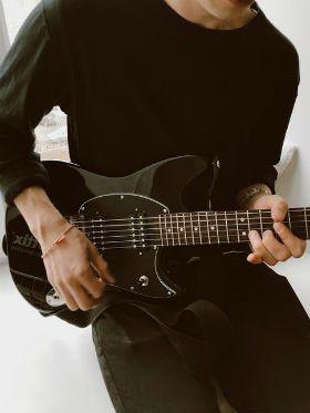 Guitarra para iniciantes: 5 melhores dicas para tirar qualquer solo