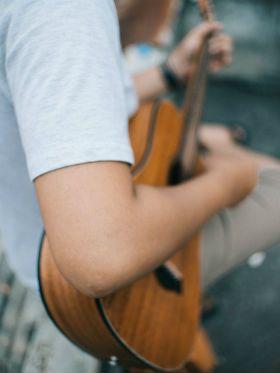 As 7 melhores músicas para você tocar no Dia das Mães