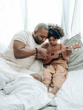 Confira a cifra de Baby Shark, A Casa e outros hits da música infantil