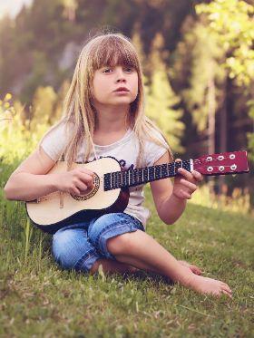 O guia definitivo de como comprar o melhor violão para criança