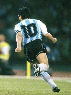 """Música para """"Dios"""": relembre 8 canções sobre Diego Maradona"""
