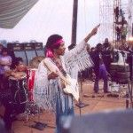 Rei Hendrix saúda seus súditos