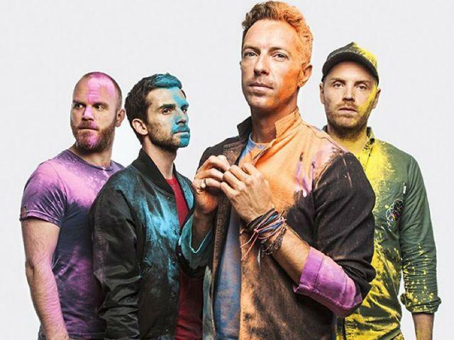 """Fãs estrelam novo clipe do Coldplay; vem ver """"Amazing Day""""!"""