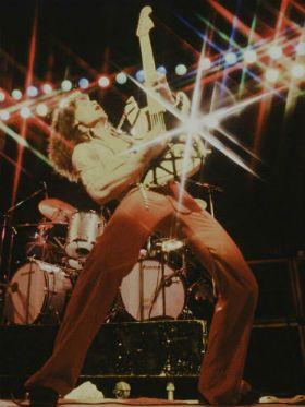 """Eddie lança guitarras em comemoração aos 40 anos do disco """"Van Halen"""""""