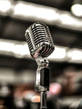 """No """"Dia da Música"""", a arte sofre com a perda de duas vozes icônicas"""