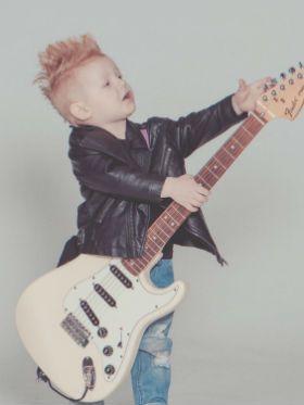 5 crianças com habilidades musicais incríveis pra você conhecer