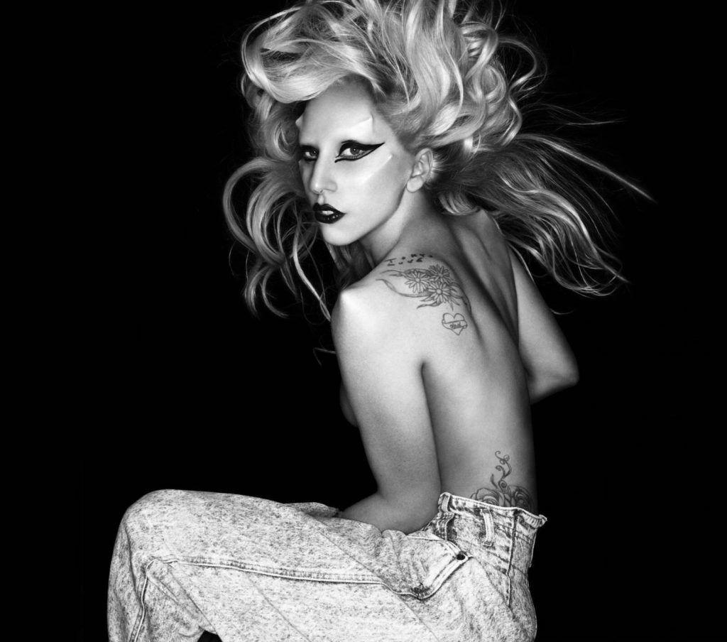 Foto de Lady Gaga en ensaio para o álbum Born This Way