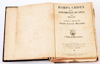 """Livro antigo com o texto """"Harpa Cristã das Assembléias de Deus no Brasil"""""""