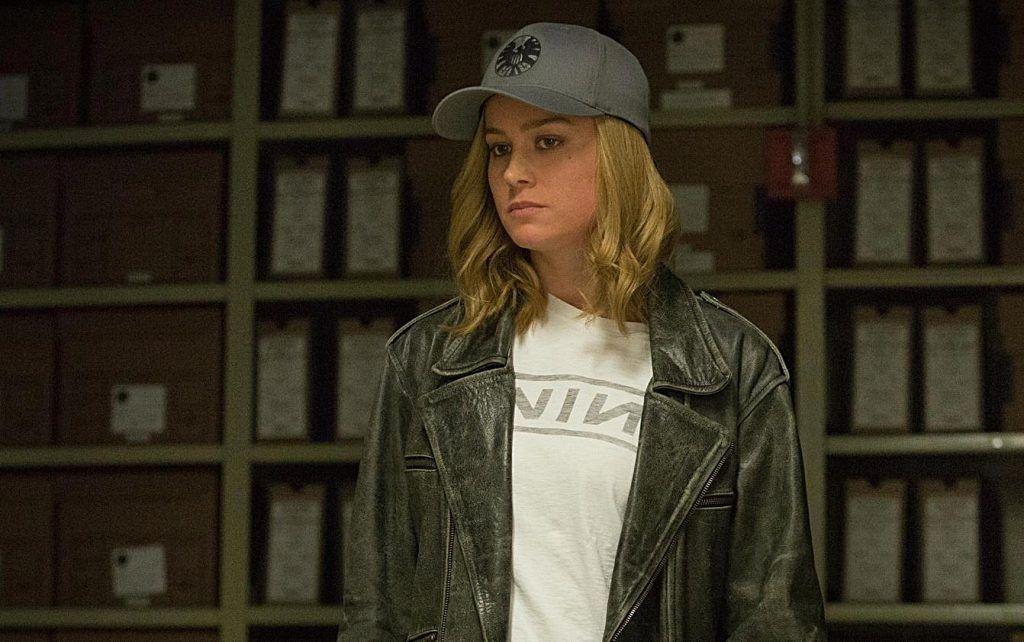 Brie Larson em cena do filme Capitã Marvel como a personagem Carol Denvers
