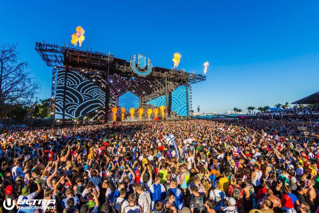 Palco do festival de música eletrônica Ultra Music.