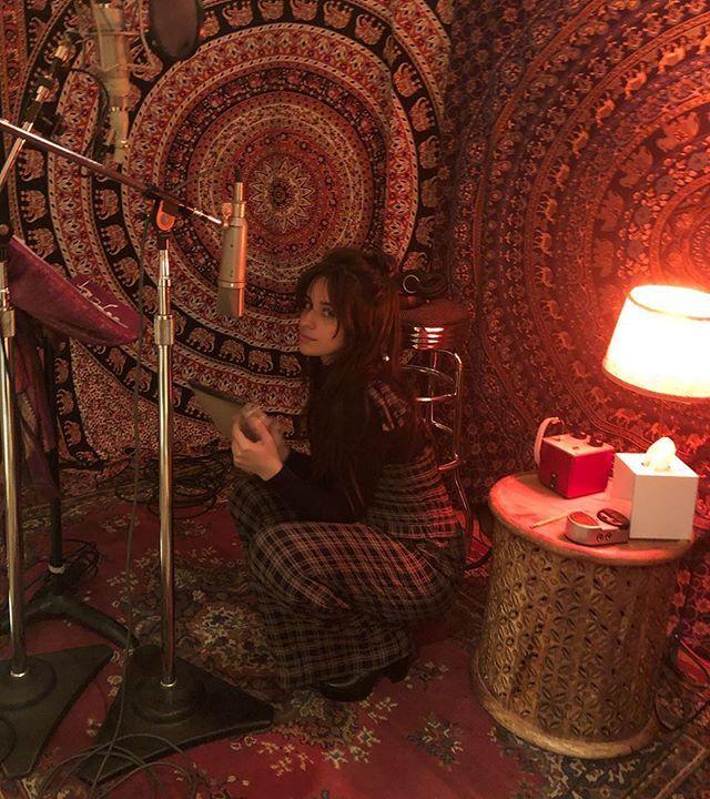 Camila Cabello gravando seu novo álbum.