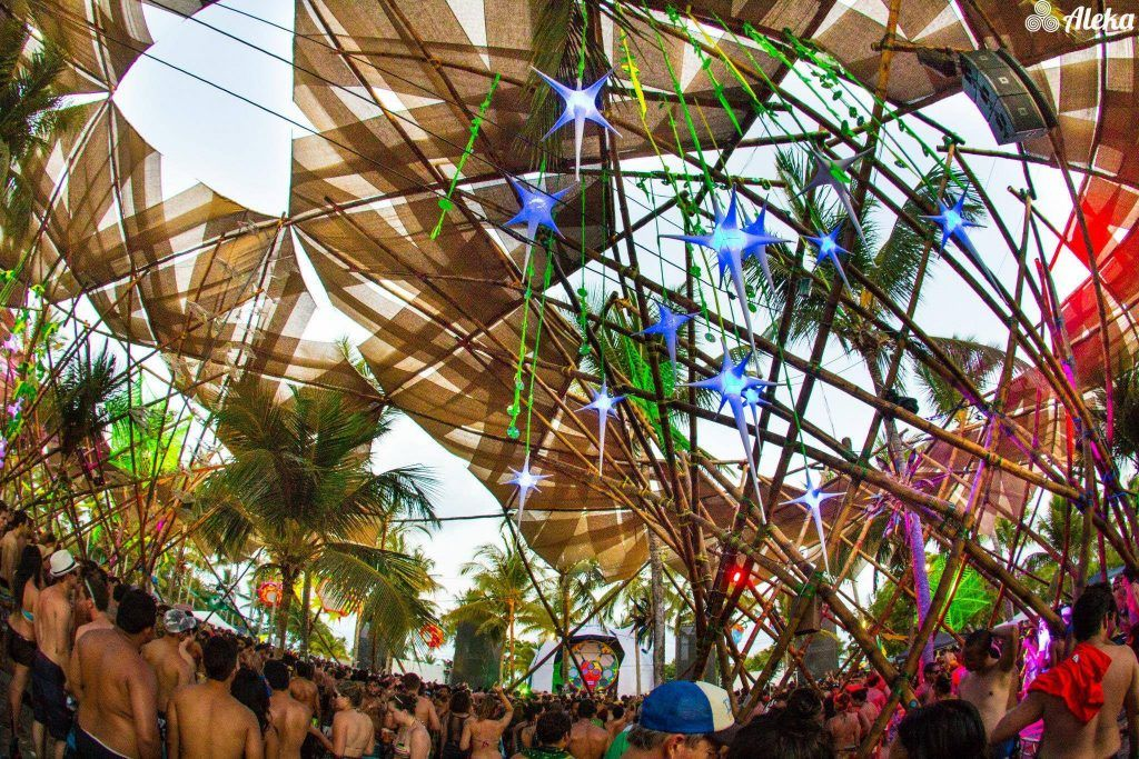 Palco do festival de música eletrônica Universo Paralello.