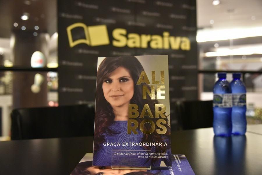 Capa do livro Graça Extraordinária, de Aline Barros
