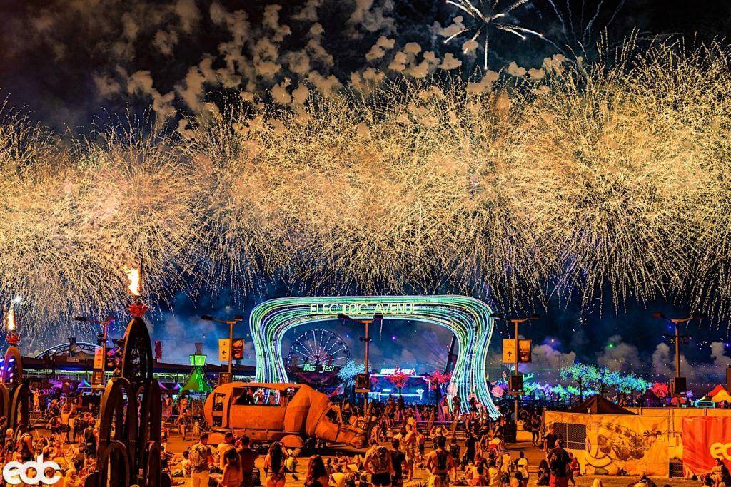 Palco do festival de música eletrônica Eletric Daisy Carnival.