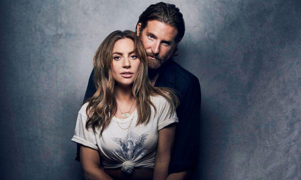 """Lady Gaga e Bradley Cooper como seus personagens no filme """"Nasce Uma Estrela"""""""
