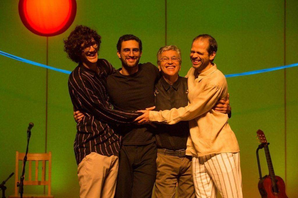 Caetano Veloso e filhos em turnê do álbum Ofertório