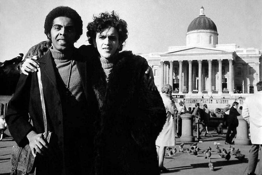 Caetano Veloso e Gilberto Gil exilados na Europa