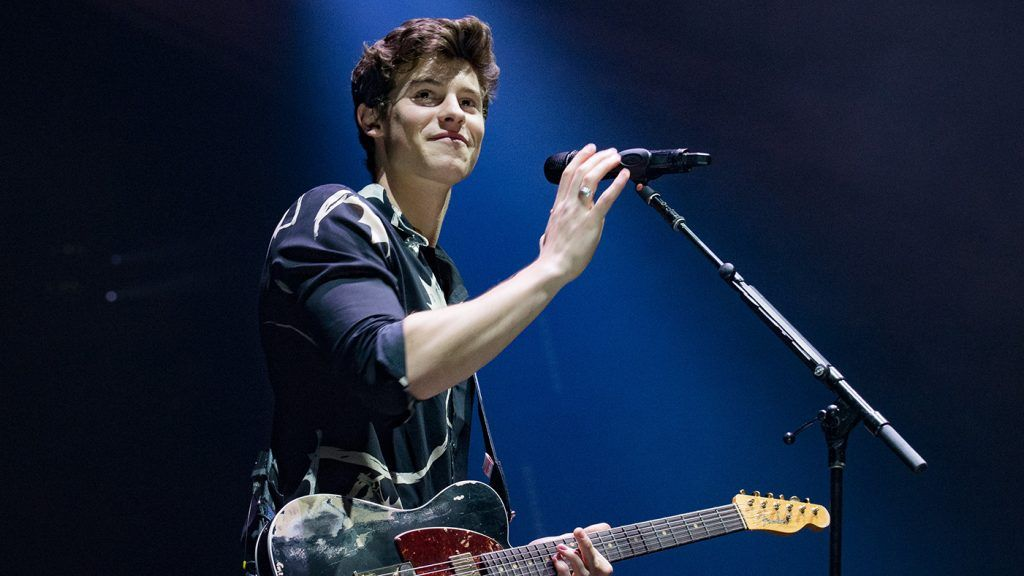 Cantor Shawn Mendes no palco
