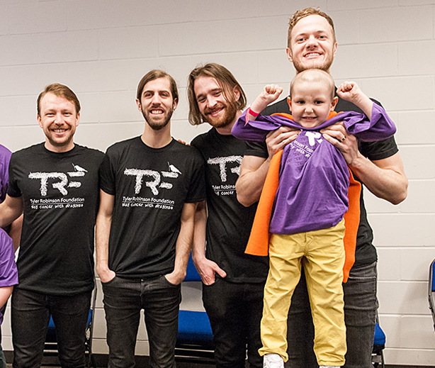 Banda Imagine Dragons em ação da Tyler Robinson Foundation