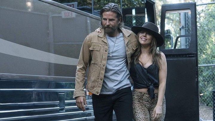 Lady Gaga e Bradley Cooper como Ally e Jackson Maine