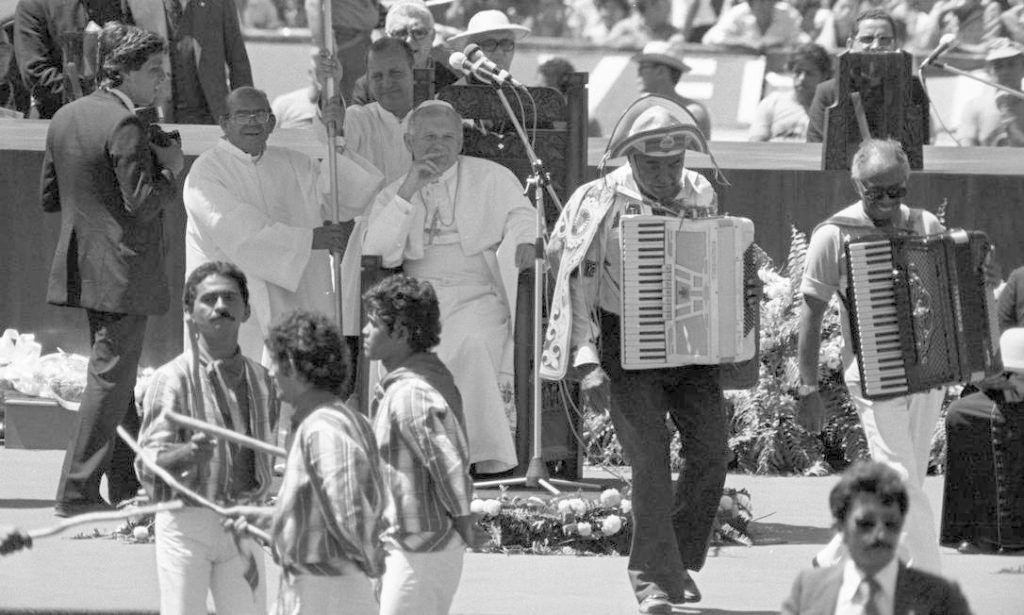 Luiz Gonzaga em sua apresentação para o Papa João Paulo II